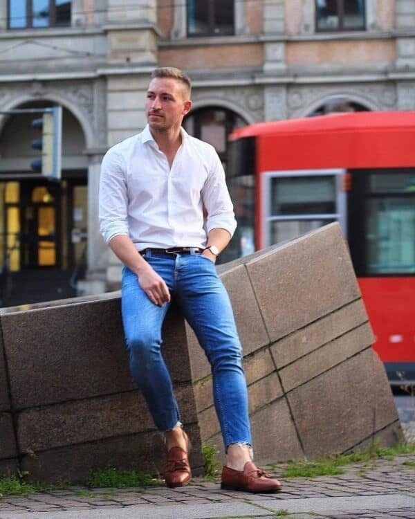 Cool Men's Blue Jeans and White Shirt Outfits
